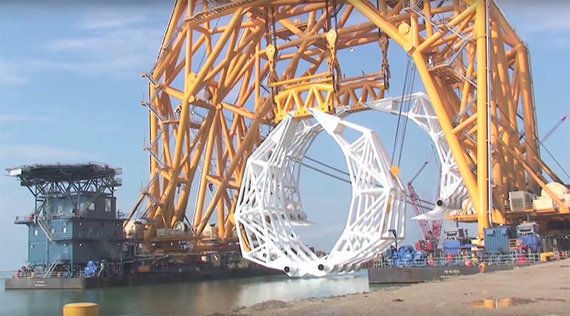 Colossal Claw Revolutionizes Rigging of Sunken Oil Rigs in the Gulf of Mexico